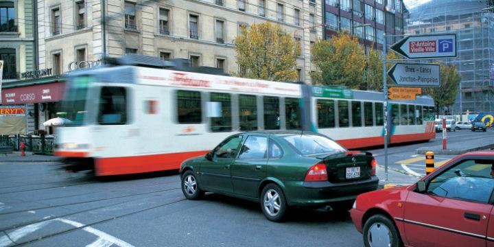 自動車重量税はだれがいつ納付しているのか?