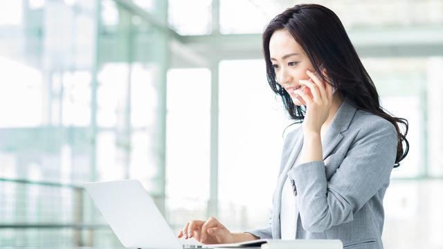 電話代はどの勘定科目で仕訳する?経費になるのはいつ?携帯電話・固定電話も分かりやすく解説