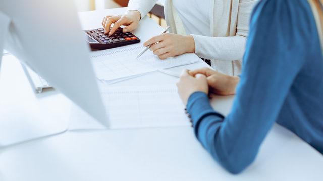 前払費用とは?どんな勘定科目?仕訳例や長期・短期前払費用の違い、節税もできる?