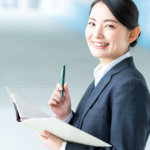 起業したらいつ税理士をつける? 契約タイミングの目安は「1年間の売上」