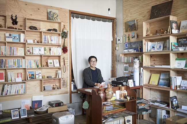 mountain bookcase