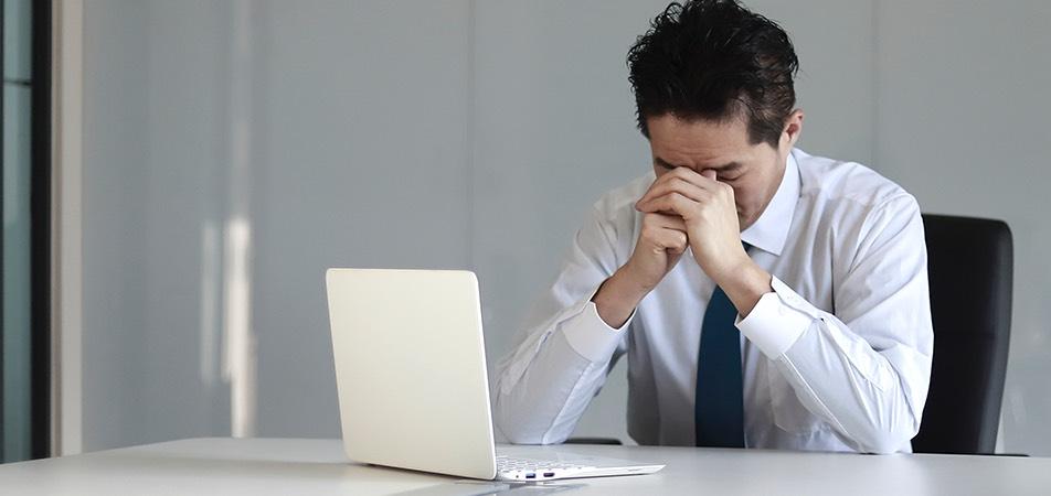 記帳業務の負担によるミスや残業の増加